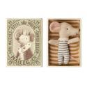 Petite souris bébé garçon dans sa boîte Maileg